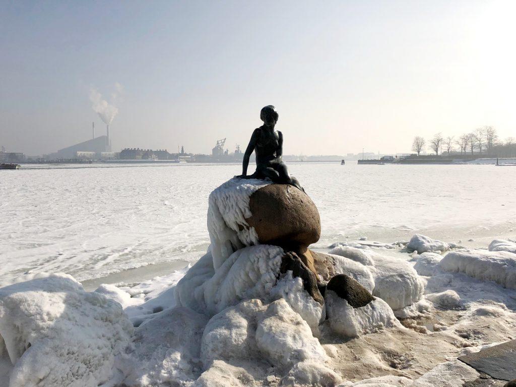 Statue der kleinen Meerjungfrau in Kopenhagen