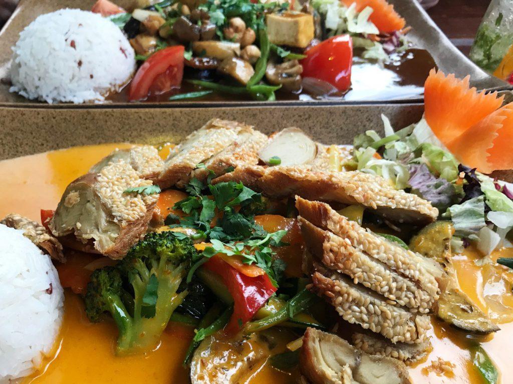Asiatisches Curry mit veganer Ente